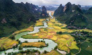 Vietnam Talblick auf einen Fluß